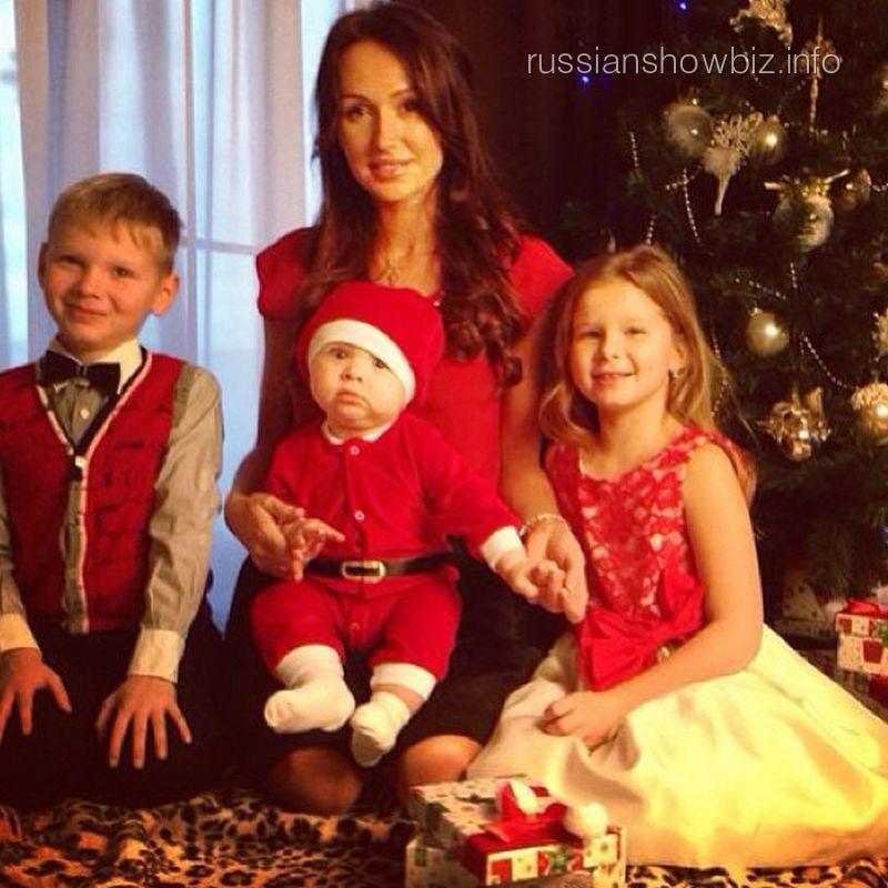 Екатерина Комякова с детьми