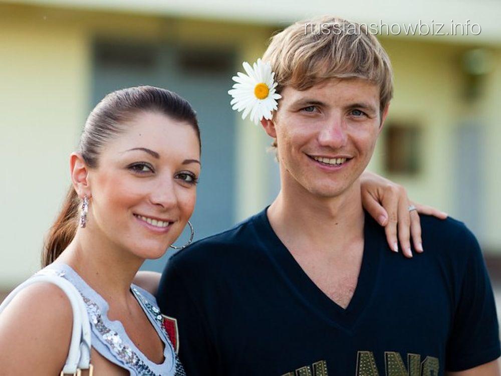 Роман Павлюченко с женой