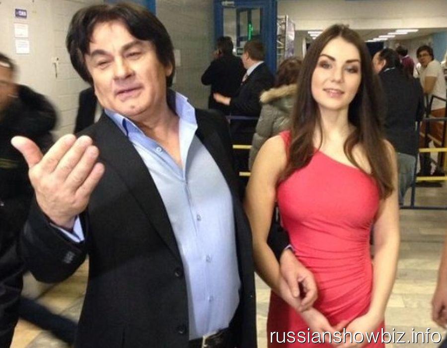 Александр Серов с молодой возлюбленной