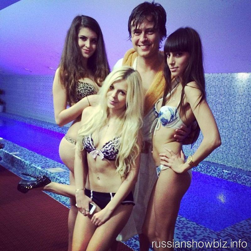Прохор Шаляпин с девушками на своем мальчишнике