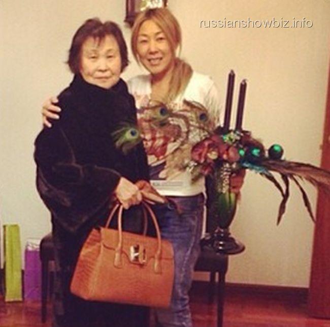 Анита Цой со свекровью