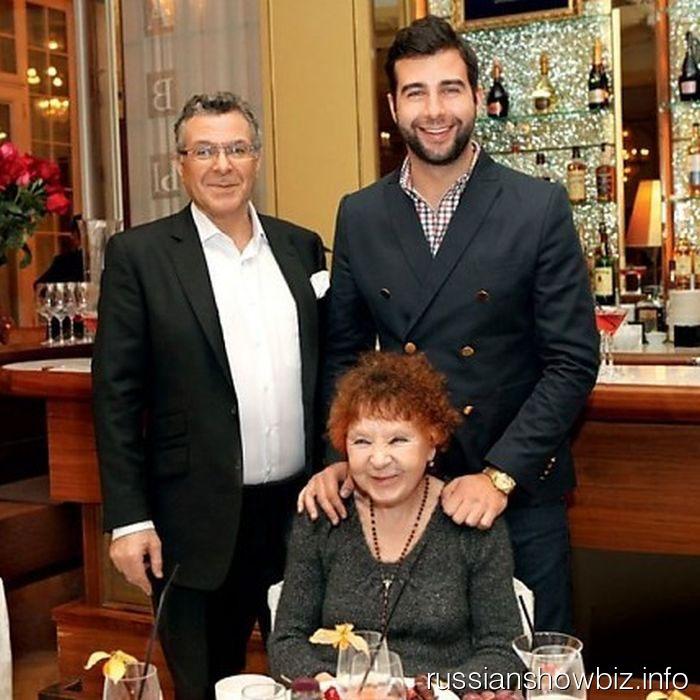 Иван Ургант с бабушкой