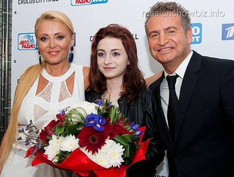 Анжелика Варум и Леонид Агутин с дочкой
