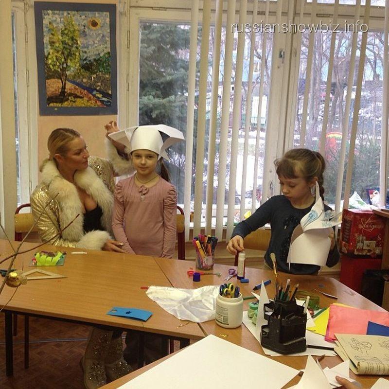 Анастасия Волочкова в школе