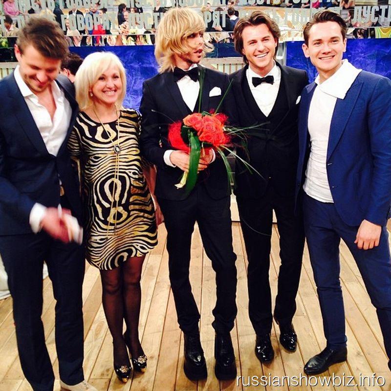 Сергей Зверев с букетом невесты
