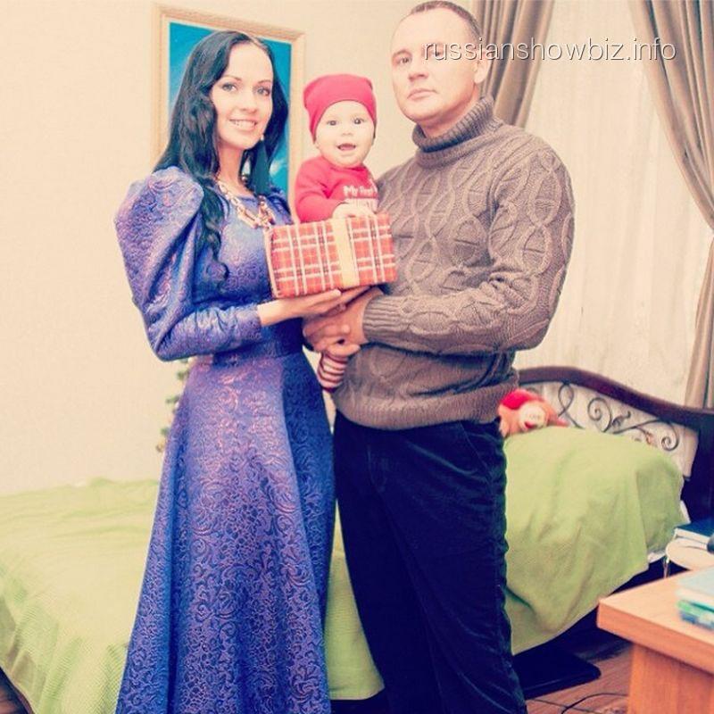 Степан Меньшиков с женой и сыном