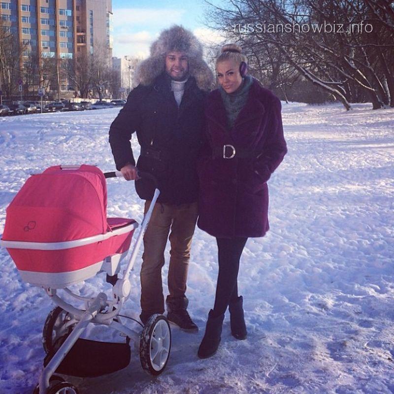 Таня Терешина с мужем и дочкой