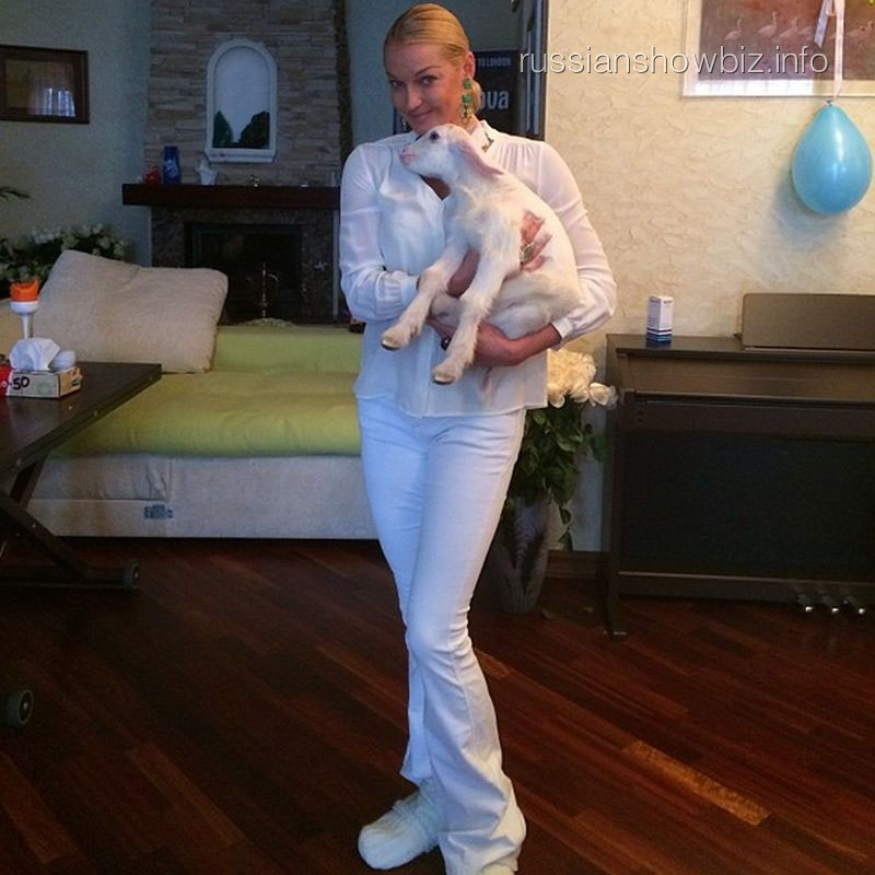 Анастасия Волочкова с козликом