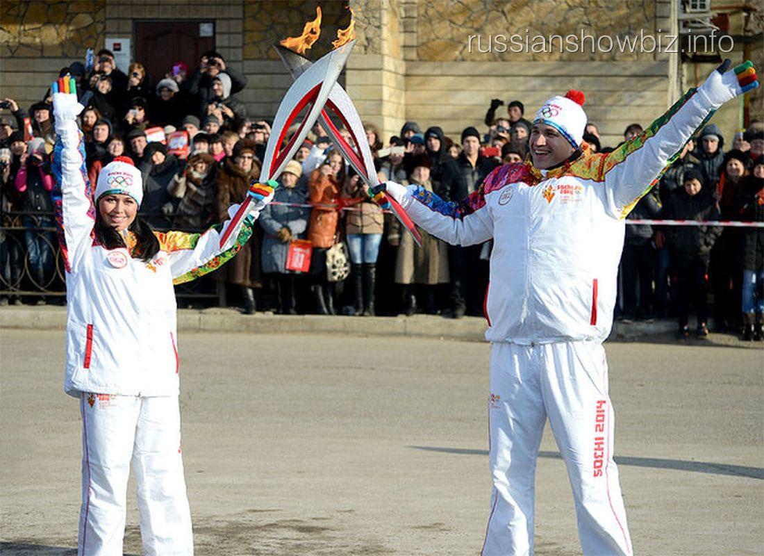 Анастасия Заворотнюк с олимпийским факелом