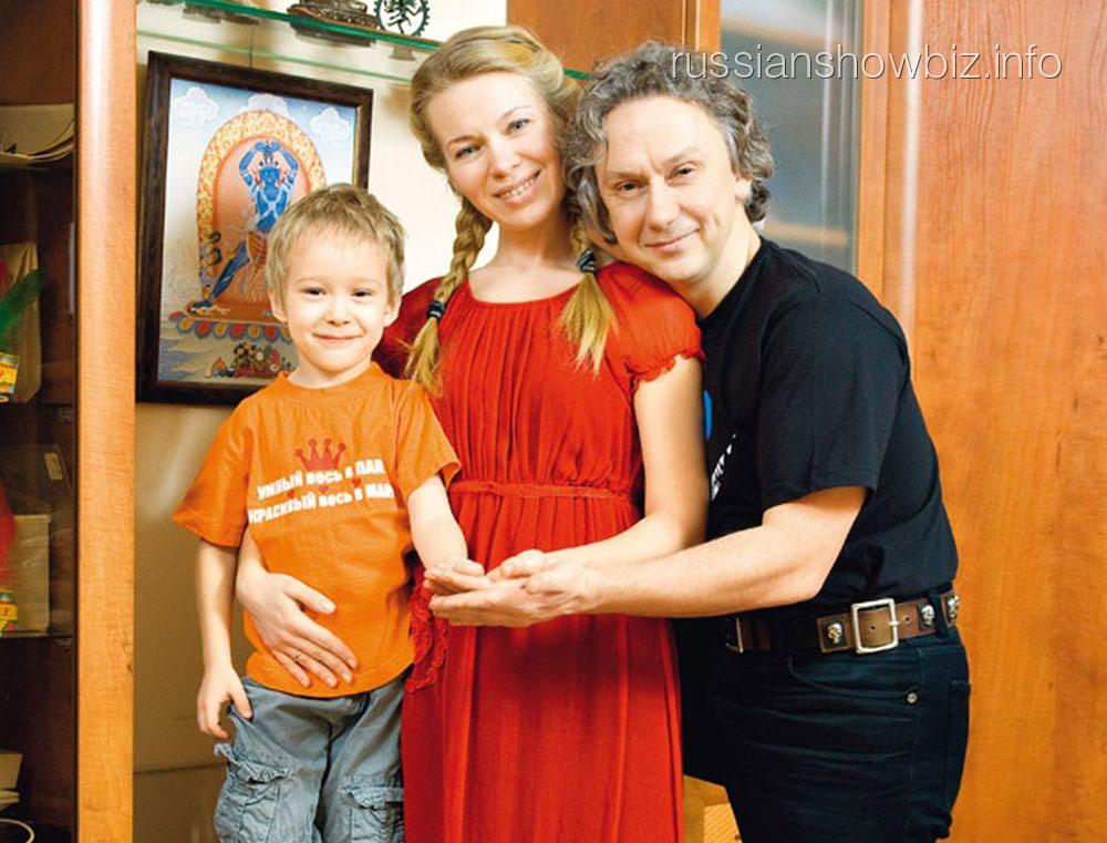 Вадим Демчог с женой и сыном