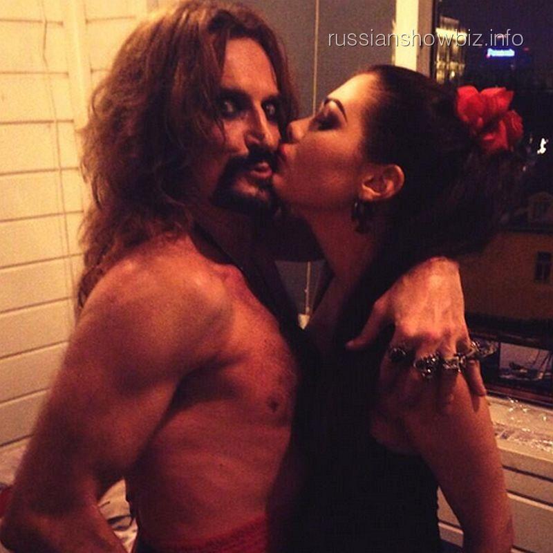 Никита Джигурда с неизвестной девушкой