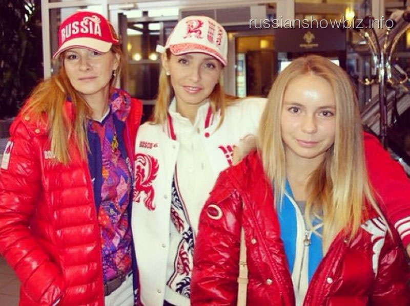 Татьяна Навка с дочкой на закрытии Олимпийских игр