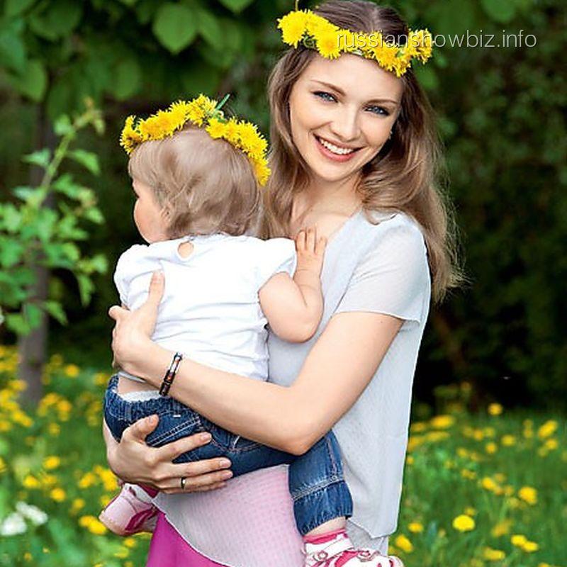 """Екатерина Вилкова с дочкой (фото """"7 дней"""")"""