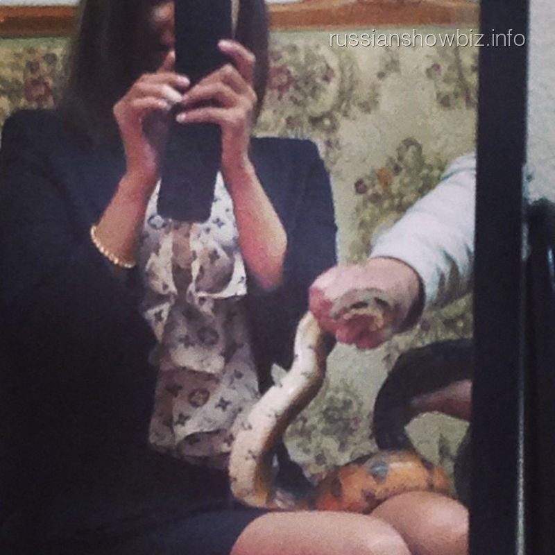 Елена Беркова со змеей