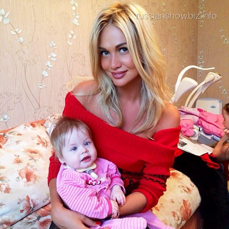 Виктория Лопырева с больной девочкой