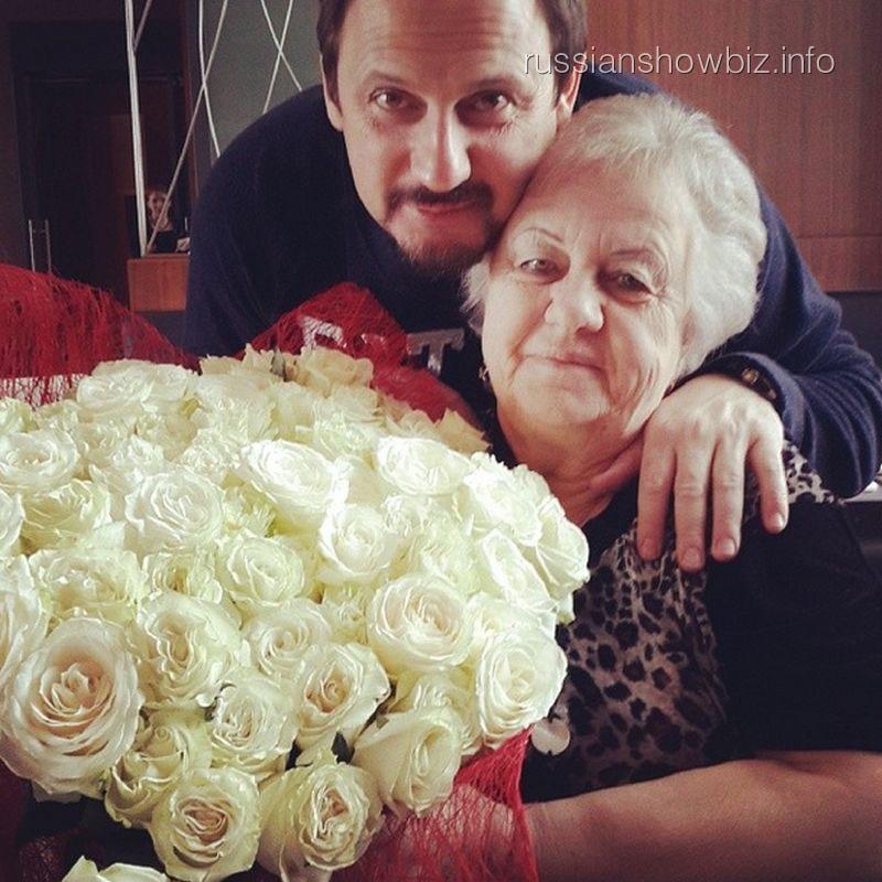 Стас Михайлов с мамой