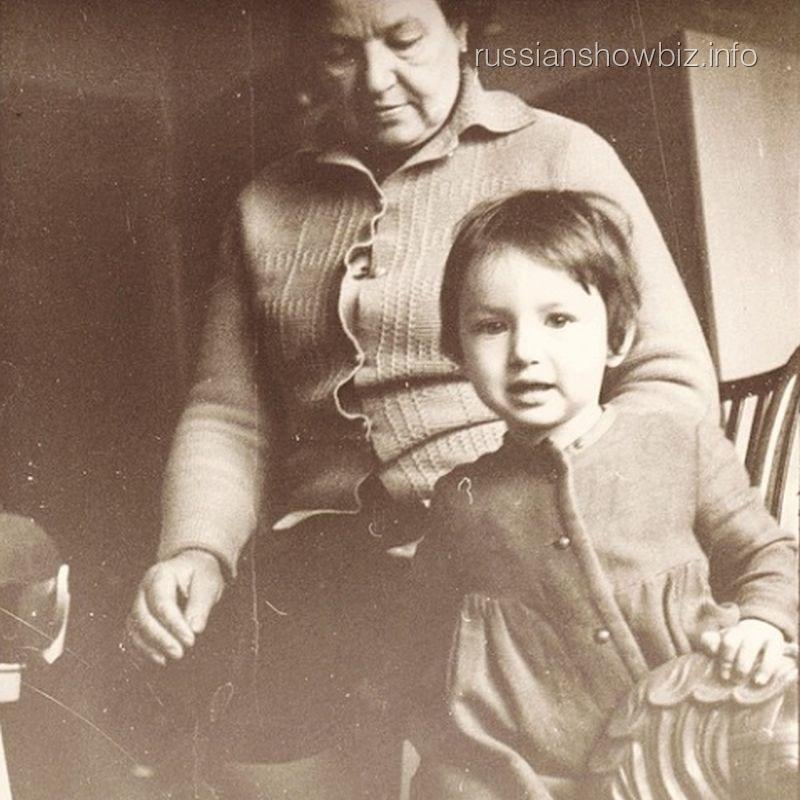 Алика Смехова с бабушкой