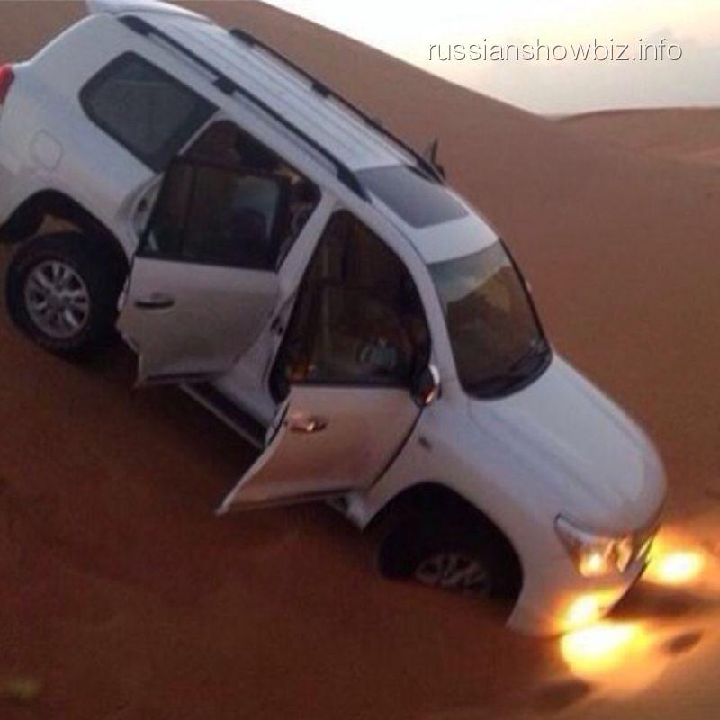 Джип Татьяны Котовой в пустыне