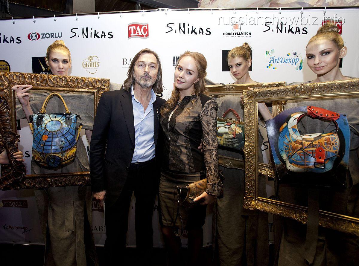 Никас Сафронов и его коллекция сумок