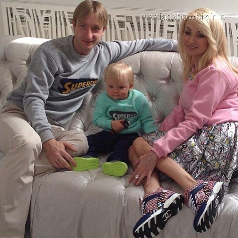 Яна Рудковская с мужем и сыном