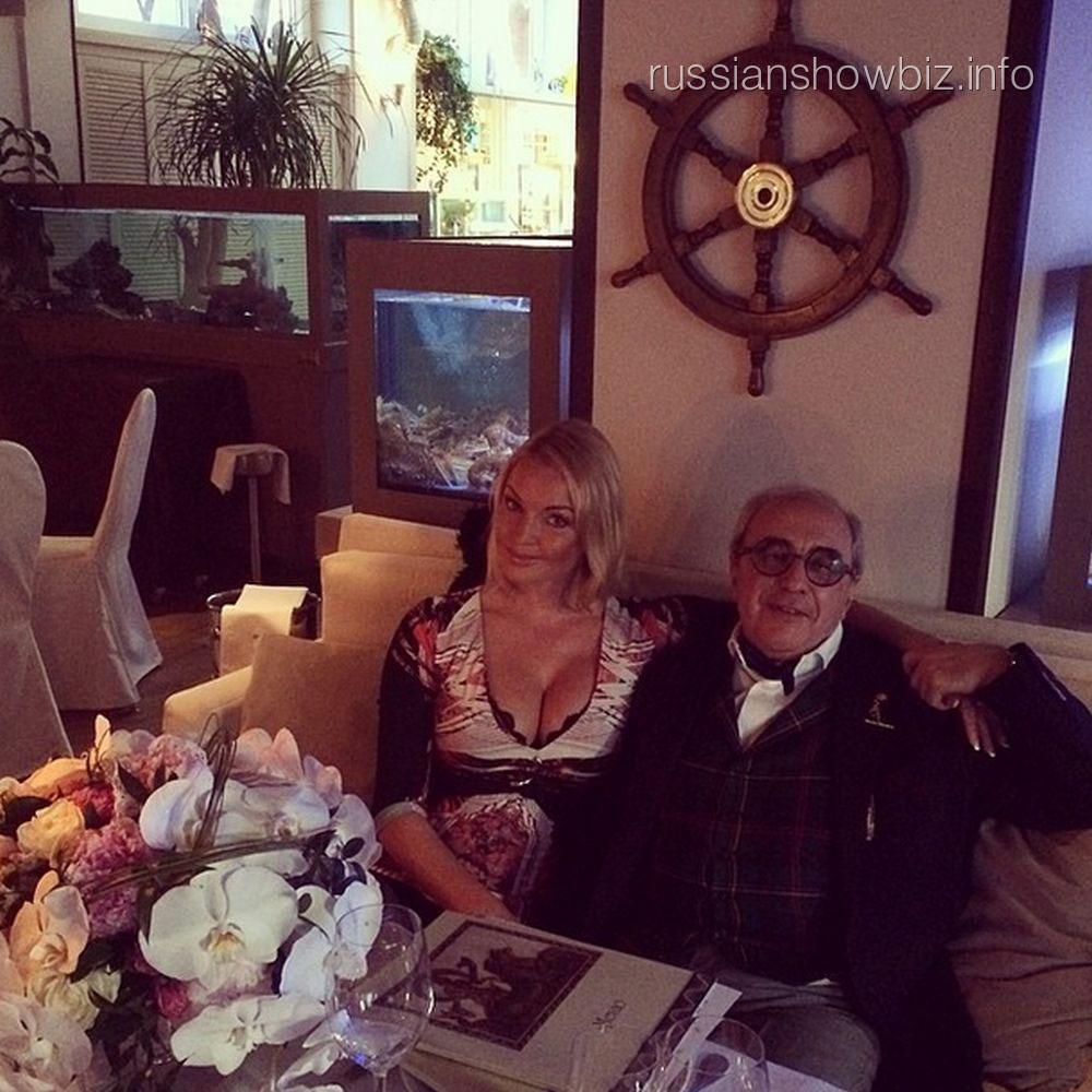 Анастасия Волочкова с адвокатом Александром Добровинским