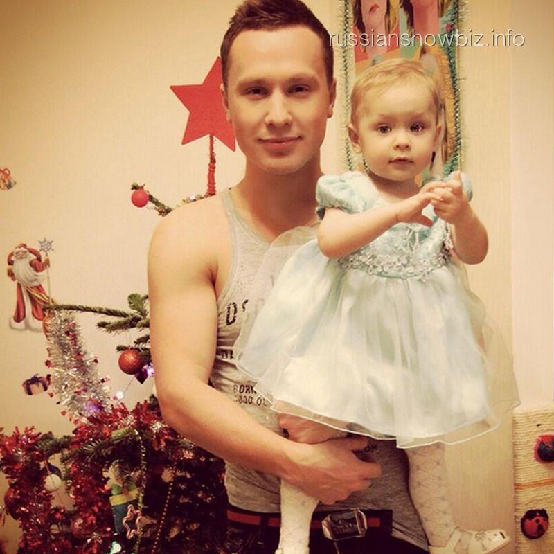 Муж Светланы Пермяковой с дочкой