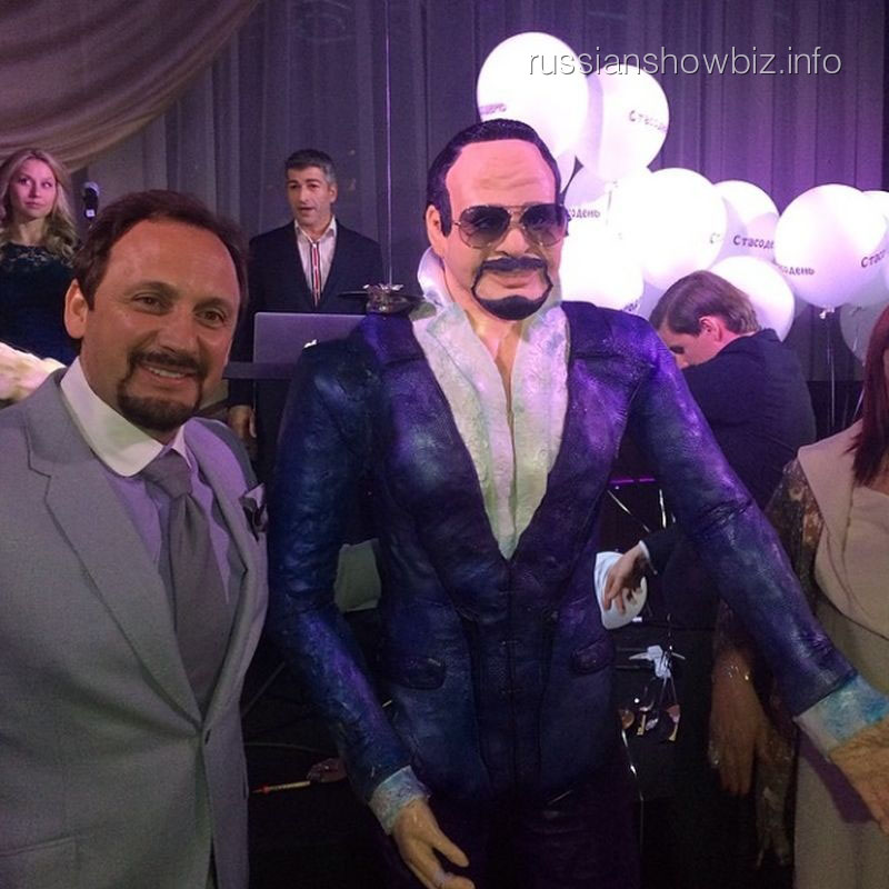 Стас Михайлов с тортом