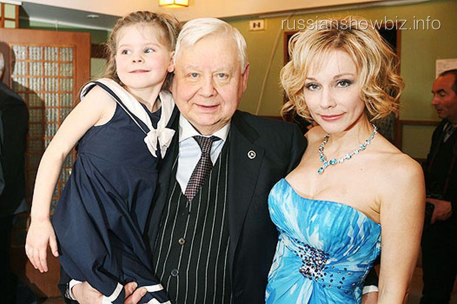 Олег Табаков с женой и дочкой