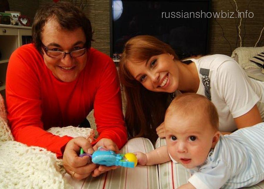 Дмитрий Дибров с женой и сыном