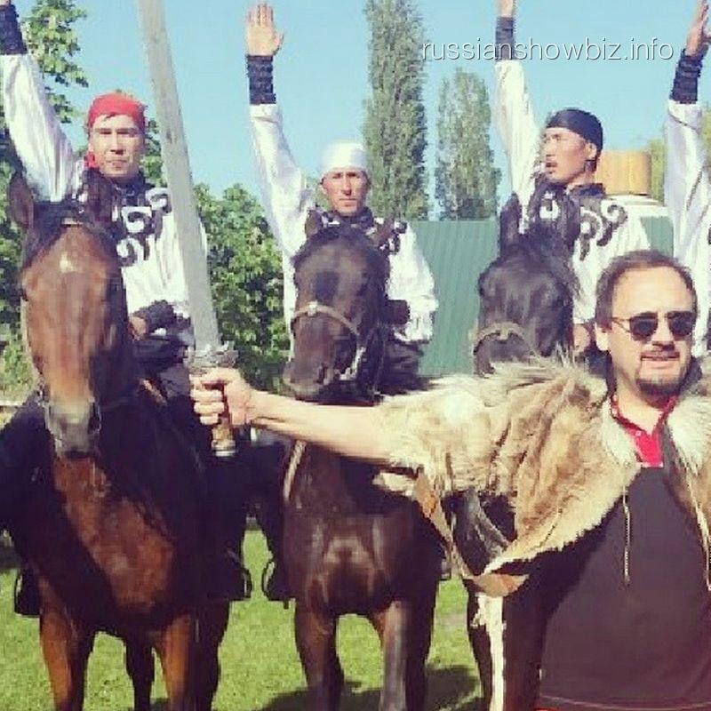 Стас Михайлов с джигитами