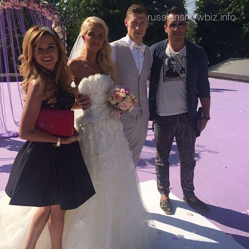 Ксения Бородина и Михаил Терехин с семьей Погребняк