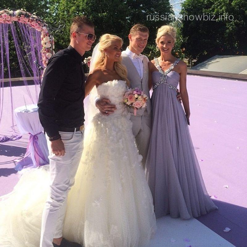 Ольга Бузова и Дмитрий Тарасов с семье Погребняк