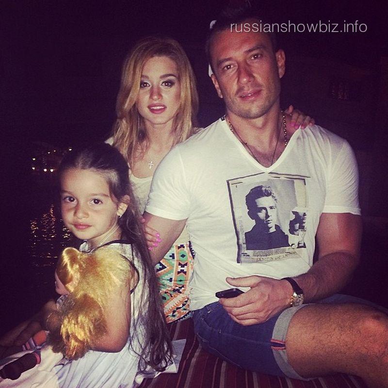 Ксения Бородина с дочкой и возлюбленным