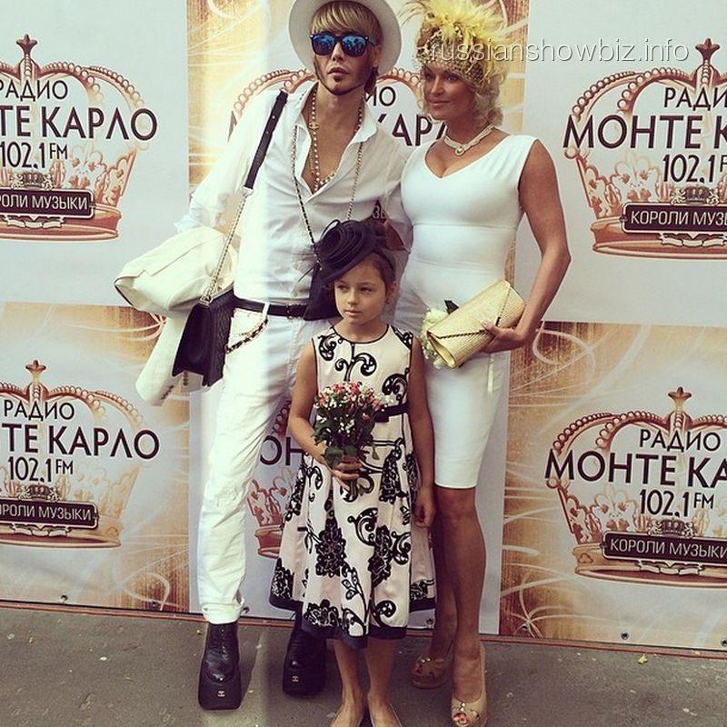 Сергей Зверев и Анастасия Волочкова с дочкой