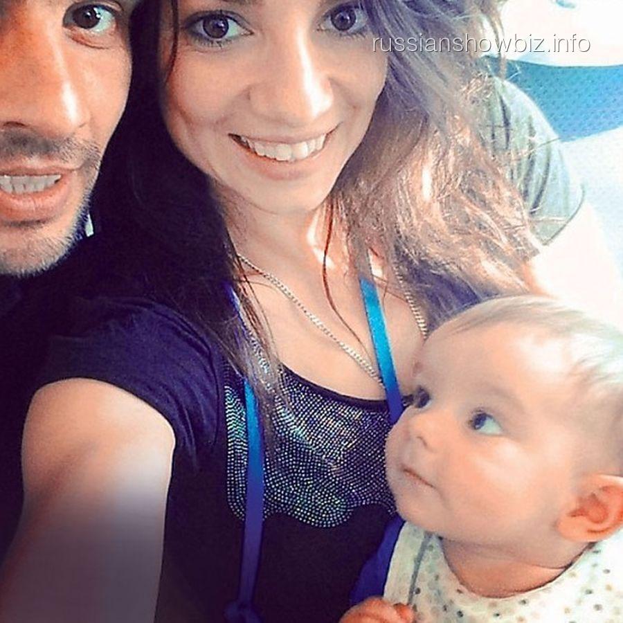 Светлана Светикова с мужем и сыном (фото - 7Д)