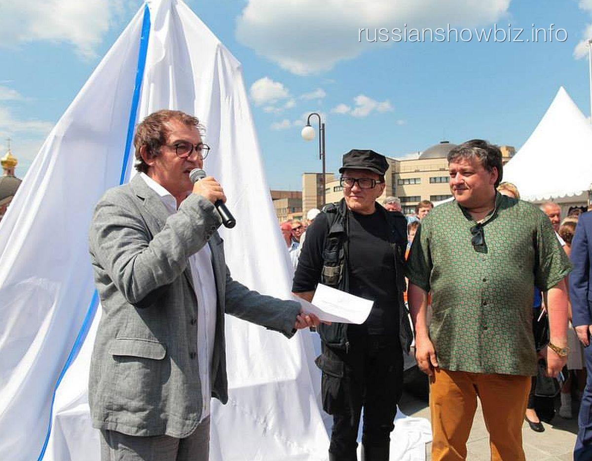 Дмитрий Дибров на открытии памятника «Человек-часы» (фото — Facebook Министерства культуры Московской области)