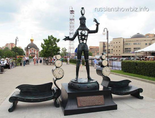 Памятник «Человек-часы» (фото — Facebook Министерства культуры Московской области)