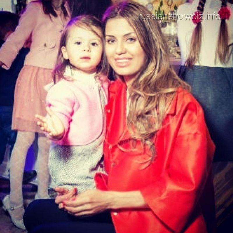Виктория Боня с дочкой