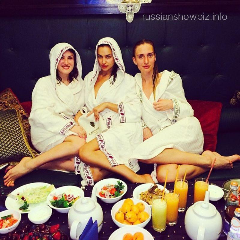 Ирина Шейк с подругами
