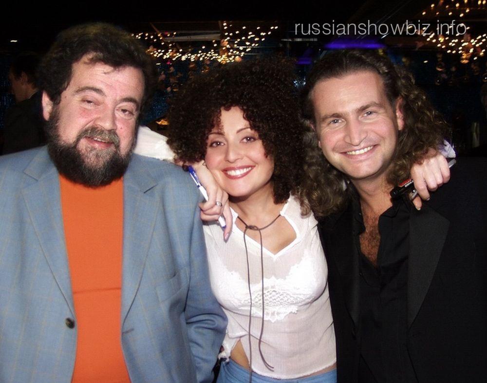 Анжелика Варум с отцом и мужем