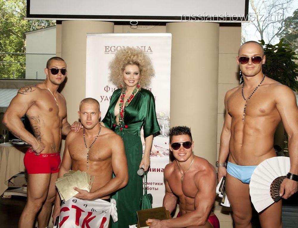 Лена Ленина с конкурсантами