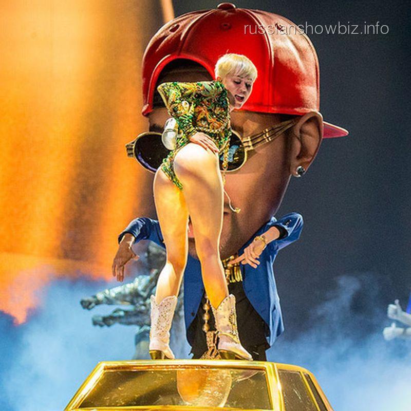 Майли Сайрус устроила разврат на сцене