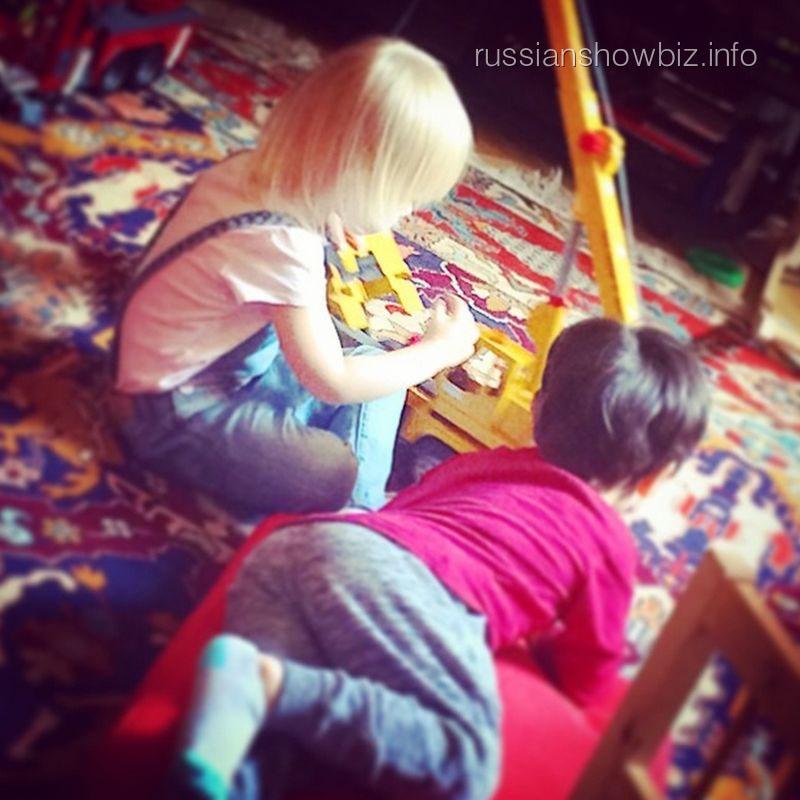 Сына Анастасии Стоцкой с подружкой