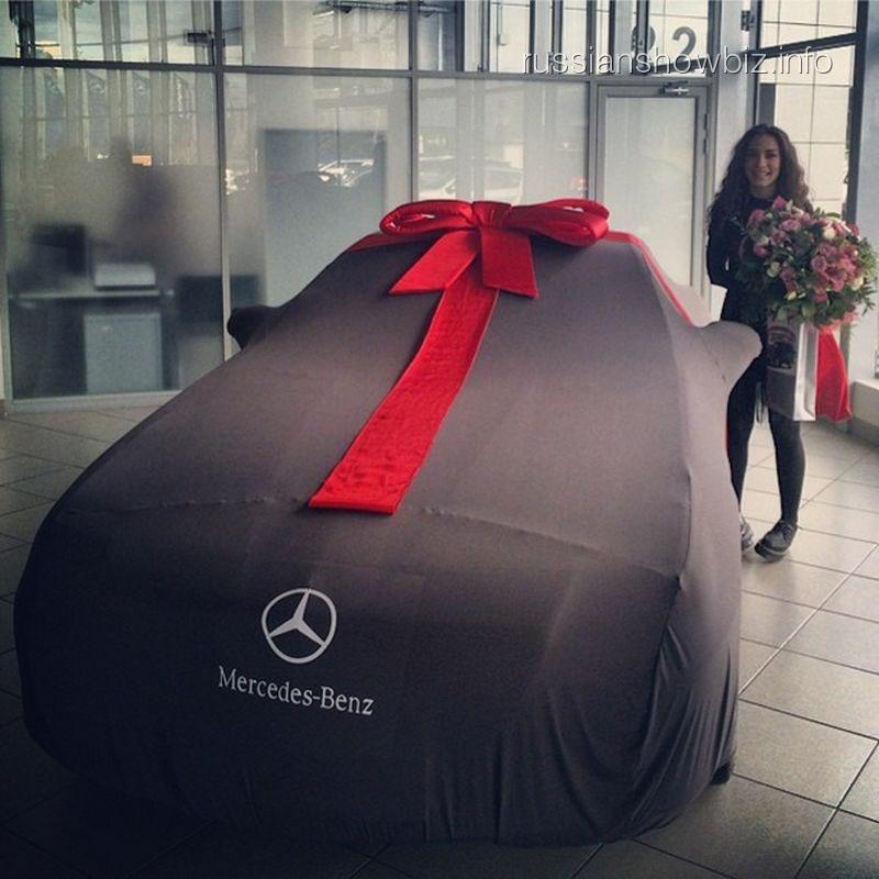 Виктория Дайнеко и ее новый автомобиль