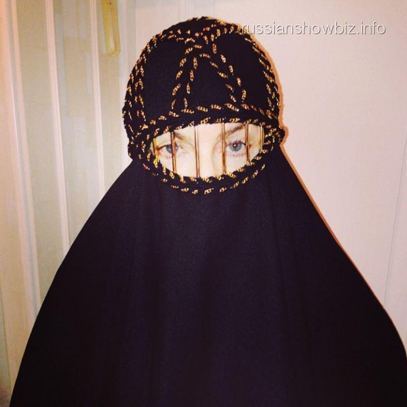 Мадонна в хиджабе