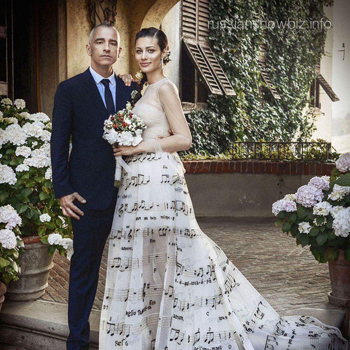 Эрос Рамазотти с молодой женой Марикой