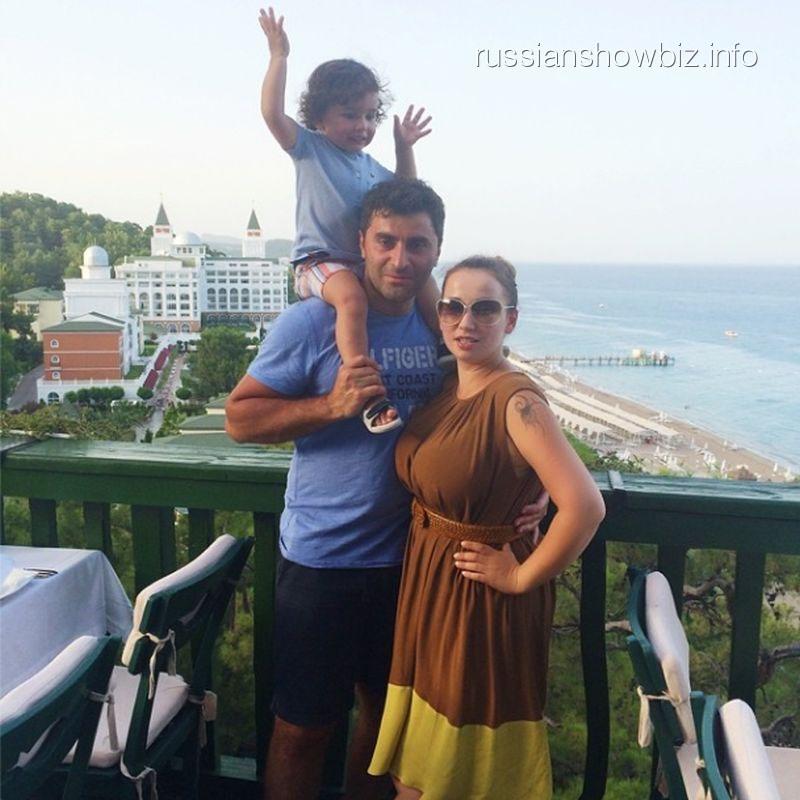 Анфиса Чехова с семьей