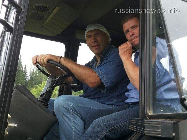 Николай Валуев на покосе