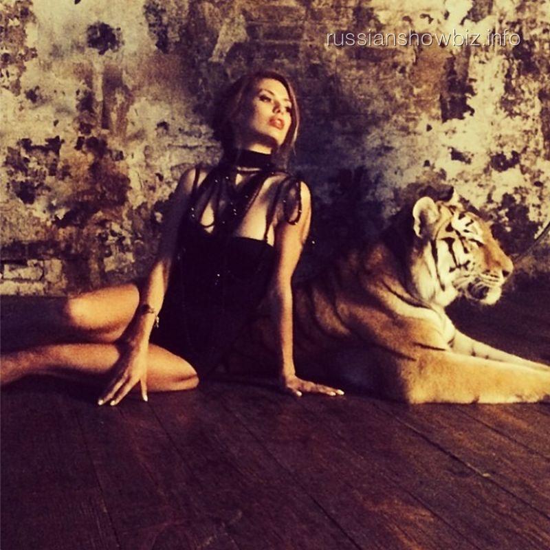 Виктория Боня с тигром