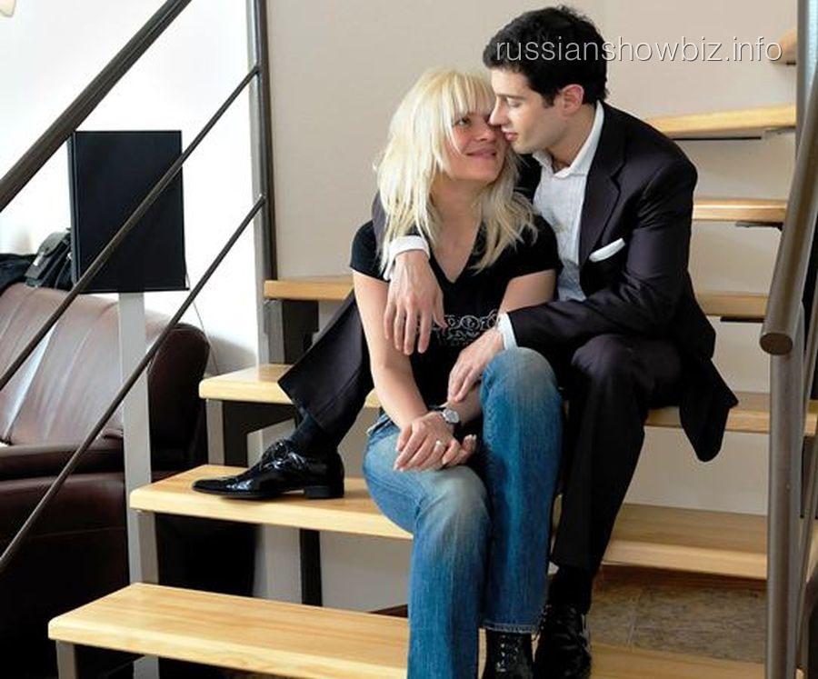 Антон Макарский с супругой